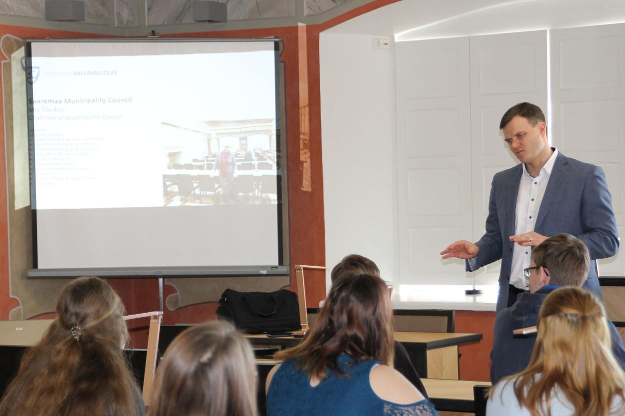 folder Erasmus programmi Sakamaa kooliõpilased