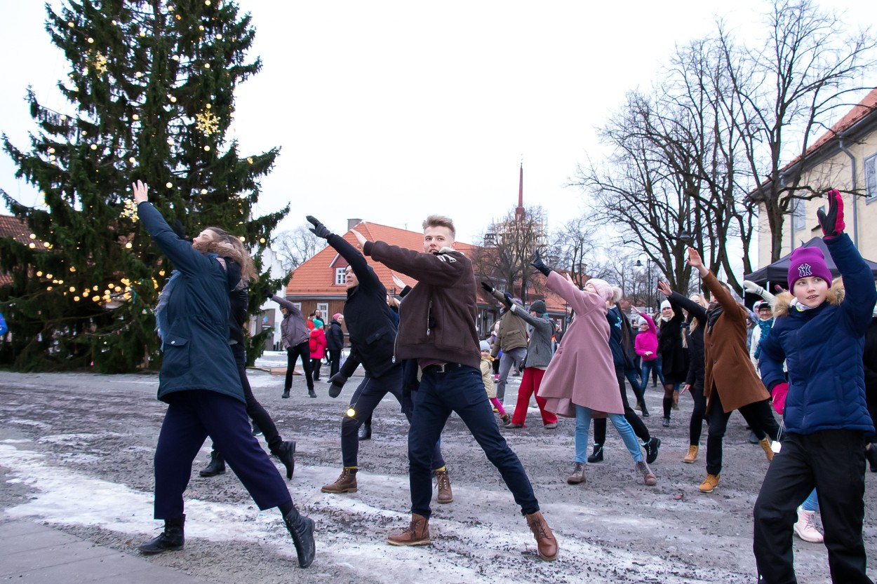 "Eesti tantsib"" Kuressaares 31.12.2018"