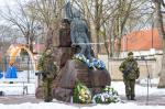 Eesti Vabariigi 103. aastapäeva tseremoonial asetud pärjad Vabadussõja ausambale